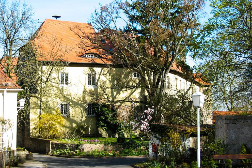 Alter Schwanbergweg - Schloss Eingang