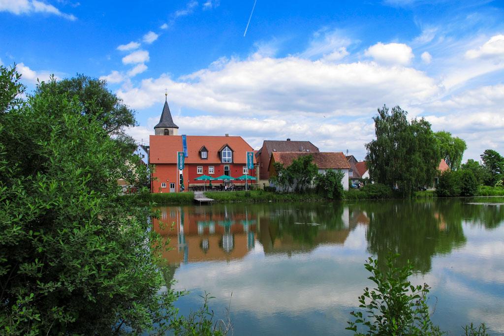 Wiesenbronn-Birklingen Blick auf See und Gaststätte