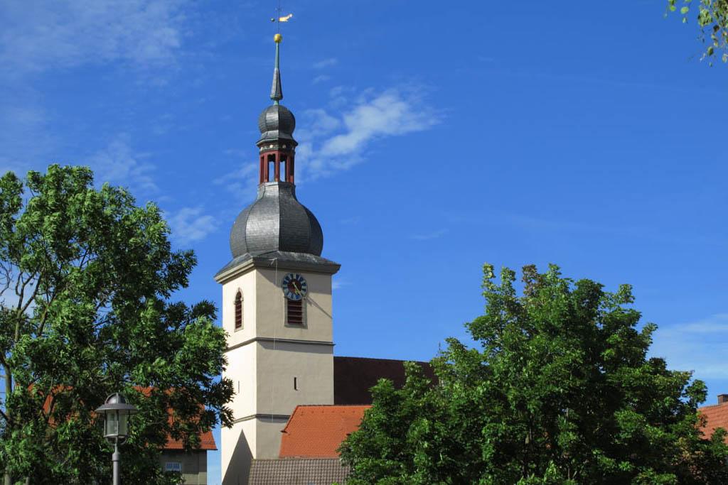 Schneckenweg - Kirche vom Seegarten aus