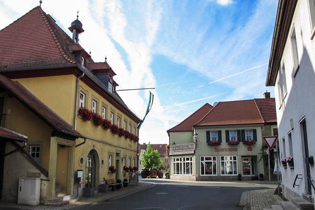 Schneckenweg - Koboldstraße mit Rathaus
