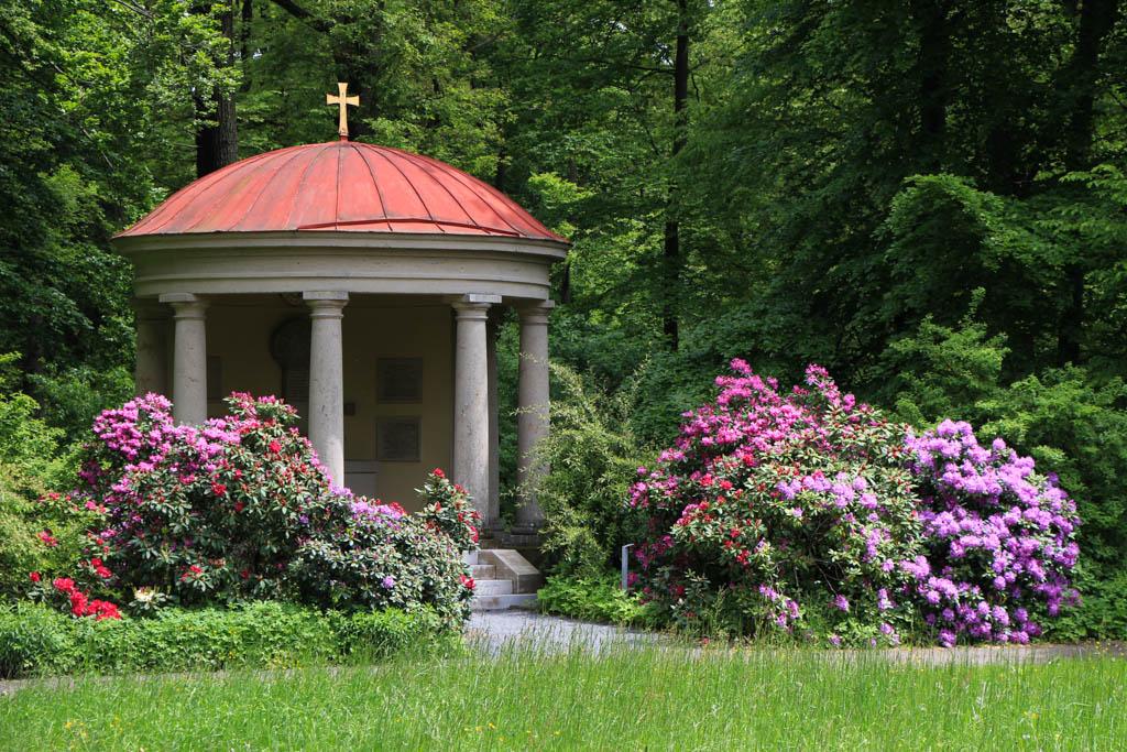 Alter Schwanbergweg - Schlosspark Mausoleum