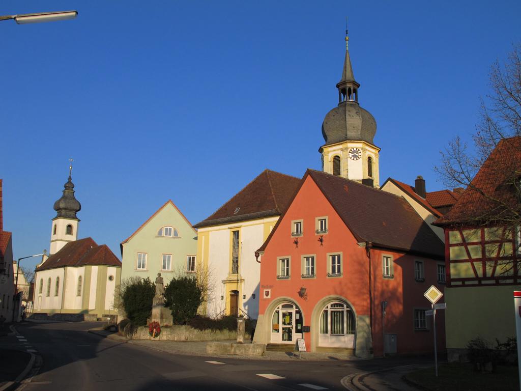 Rathaus und Kirchen