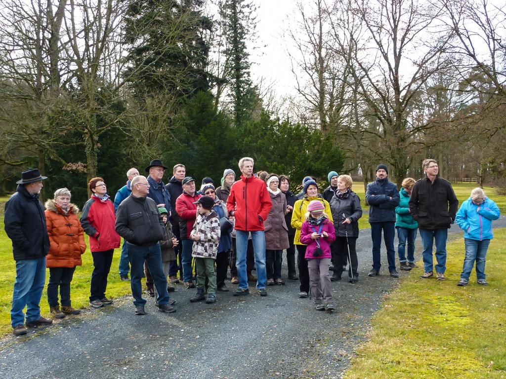 Wandergruppe im Schlosspark