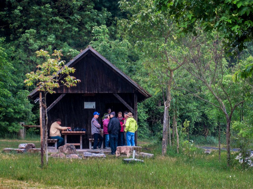 Wachhügelhütte als Regenschutz