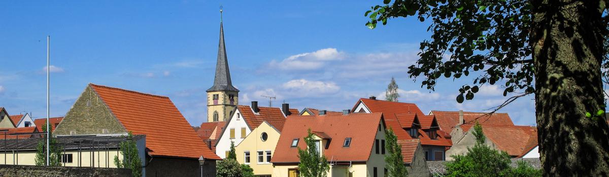 Großlangheim vom Schlosssee aus
