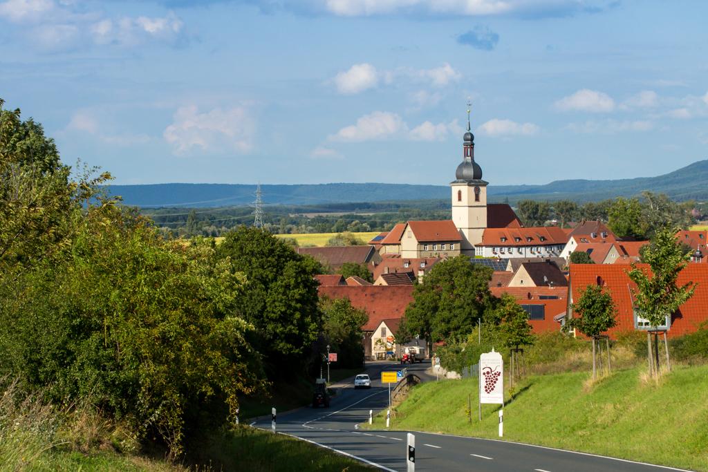 Radweg - Blick zurück auf Wiesenbronn