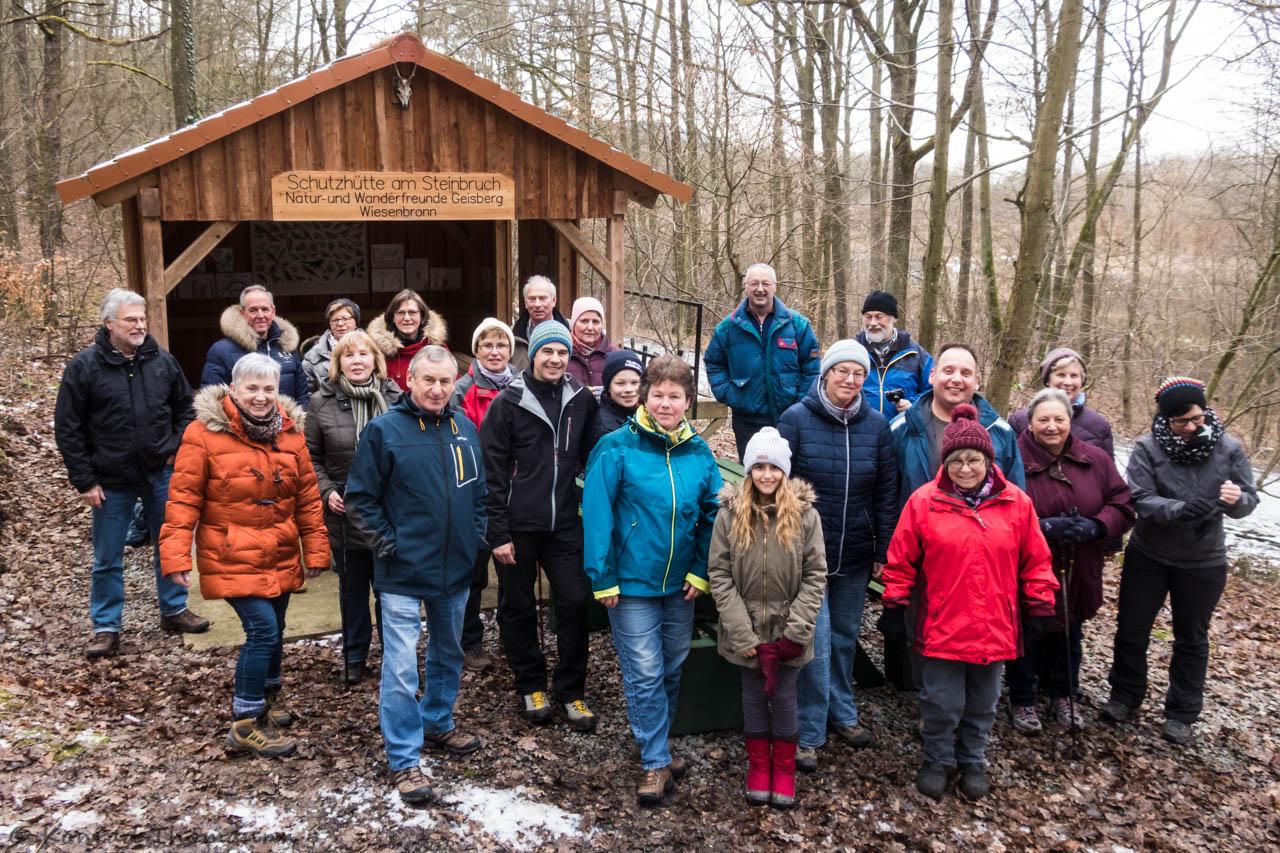 Gruppenfoto an der Steinbruchhütte